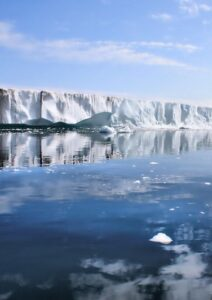 An ice sheet in front of an icy lake